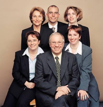 Die Familie Blocher: Hintere Reihe von links nach rechts: Silvia Blocher, Markus Blocher, Miriam Blocher. Vordere Reihe von links nach rechts: Magdalena Martullo-Blocher, Christoph Blocher, Rahel Blocher.