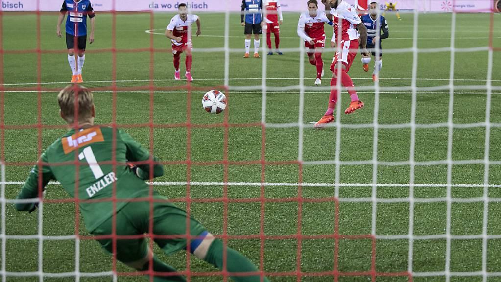 Chris Kablan schiesst nach sieben Minuten einen Handspenalty unplatziert in die Arme von Aaraus Goalie Simon Enzler