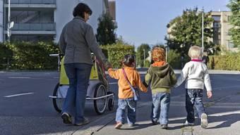 Unter anderem, weil es in der Schweiz keinen gesetzlich verankerten Vaterschaftsurlaub gibt, bildet die Schweiz das Schlusslicht in der Unicef-Studie. (Archivbild)