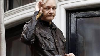 Wikileaks-Gründer Julian Assange lebt seit 2012 in der Botschaft Ecuadors in London. In mehreren Ländern eröffnete die Justiz Ermittlungsverfahren gegen ihn. (Archivbild)