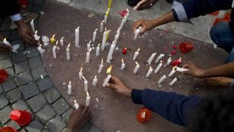Kerzen in Rom für die toten Bootsflüchtlinge von Lampedusa