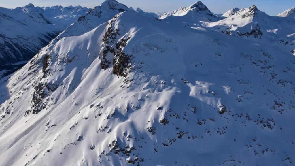 Der vergangene Woche am Piz Alv in Pontresina GR verschüttete Skitourenfahrer ist im Spital verstorben.