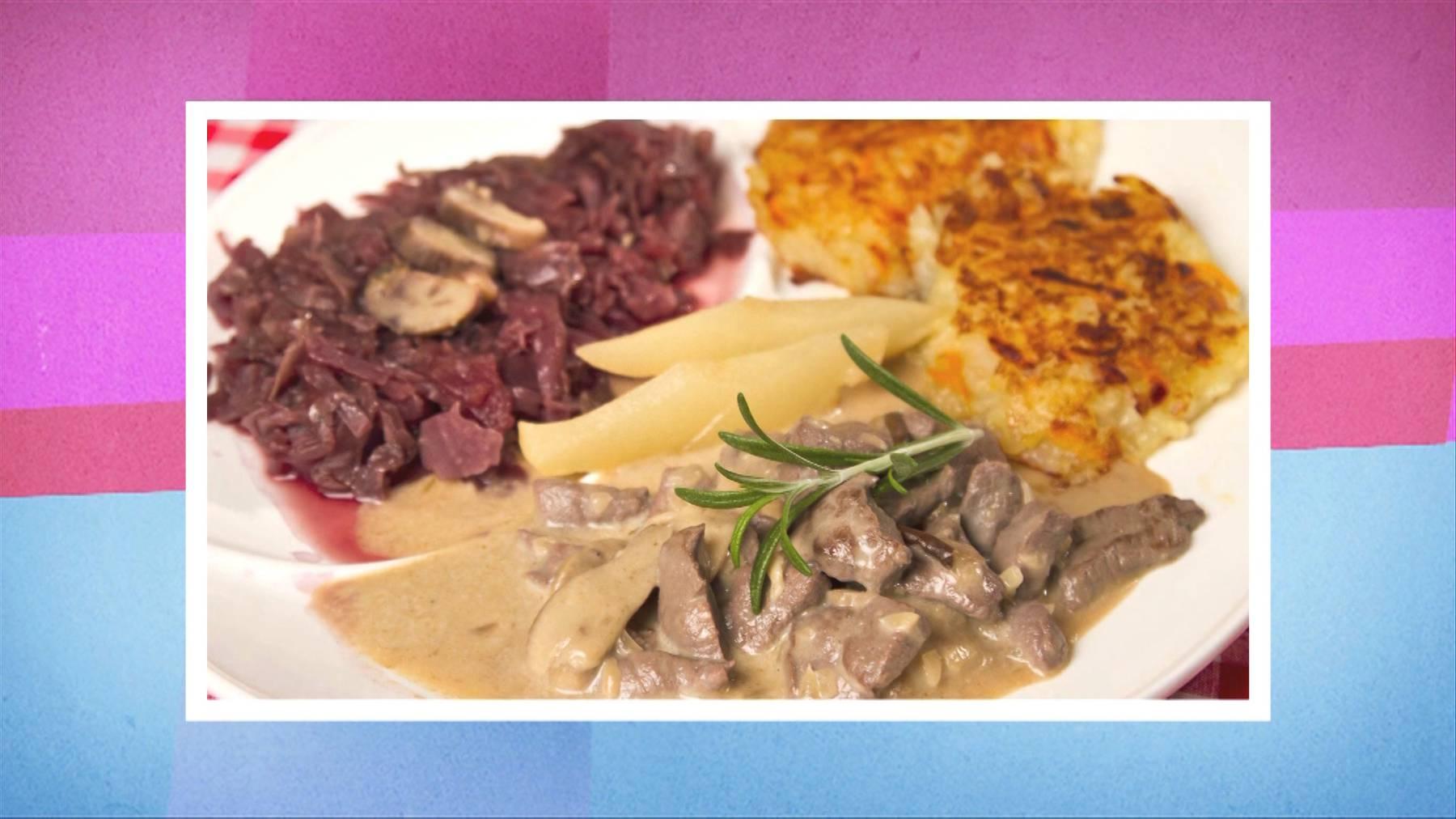 Rehgeschnetzeltes an Pilzrahmsauce, Rösti und Rotkraut