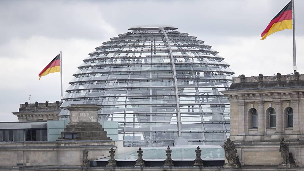 ARCHIV - Die Koalitionsfraktionen im Bundestag haben sich im Eiltempo auf schärfere Transparenzregeln für Abgeordnete geeinigt. Foto: Florian Schuh/dpa