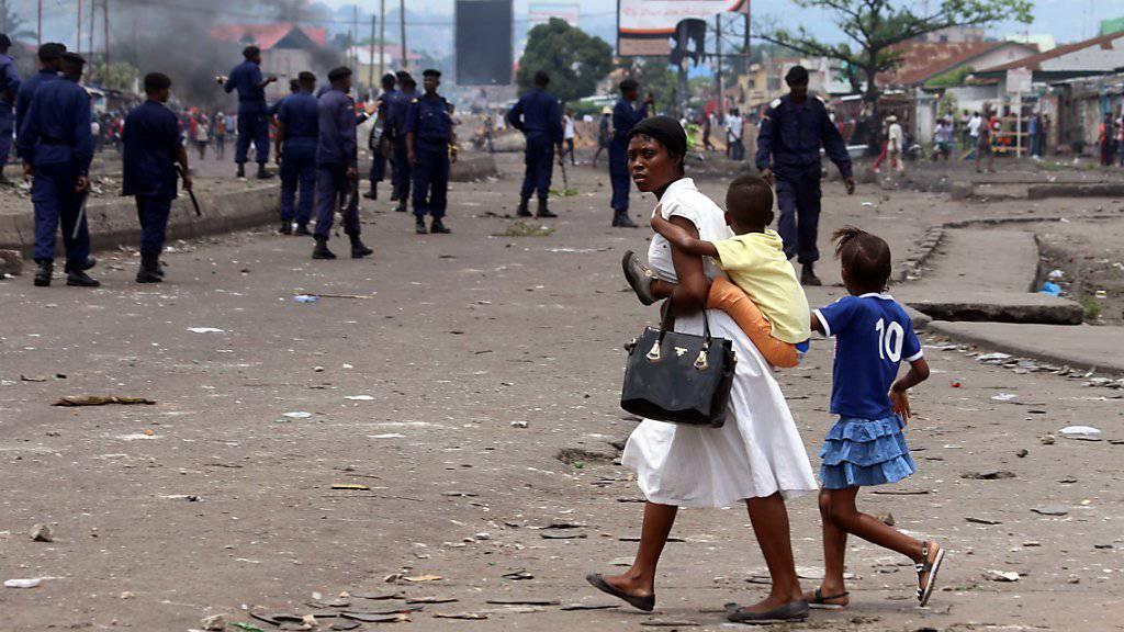 Nach dem Tod von zwei Polizisten wurde eine geplante Kundgebung in Kinshasa gegen den Staatschef verboten.