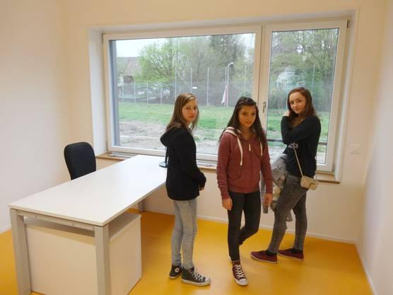 Sie gehen nicht mehr in Sisseln zur Schule, finden aber das neue Schulhaus schön
