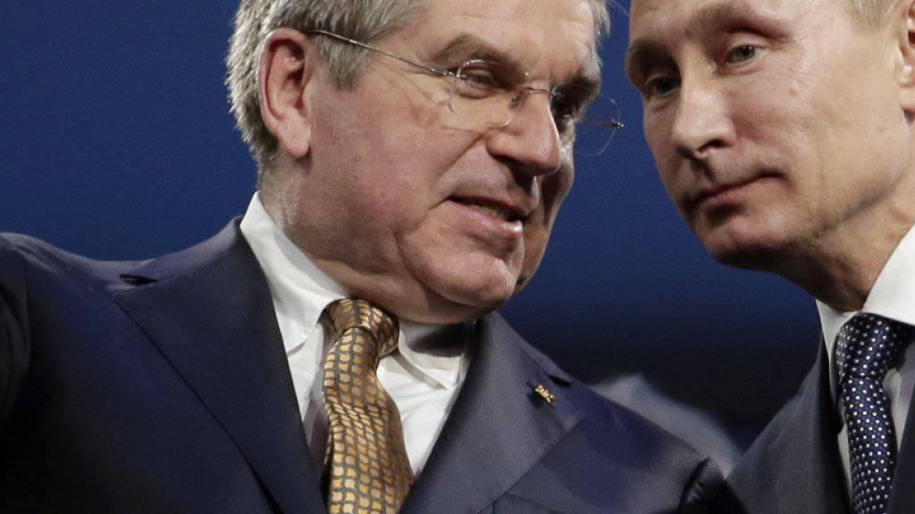 IOC-Präsident Thomas Bach (inks, rechts Wladimir Putin) wird das CAS-Urteil zu Russlands Leichtathletik analysieren müssen