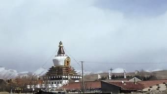 Der Chörten (ein Kultbau) des tibetischen Klosters Kirti in Aba (Archiv)