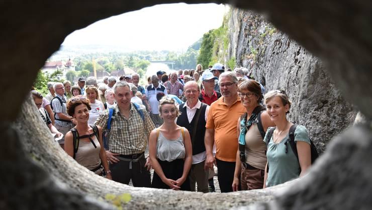 eim Leserwandern 2016 freuten sich besonders die Promis über das Burgen-Feeling, hier auf der Festung Aarburg.