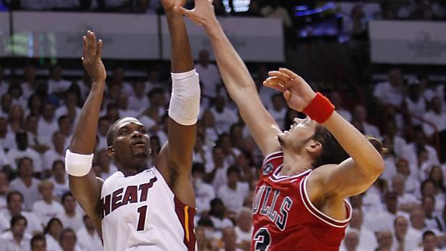 Chris Bosh (links) führte Miami Heat zum Heimsieg über Chicago.