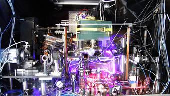 Genauer geht keine: Strontium-Atomuhr.