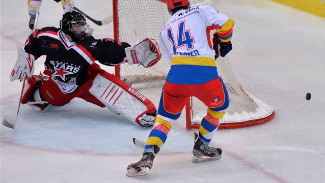 Unter Druck: Die Argovia Stars mit Goalie Kevin Eisenring.