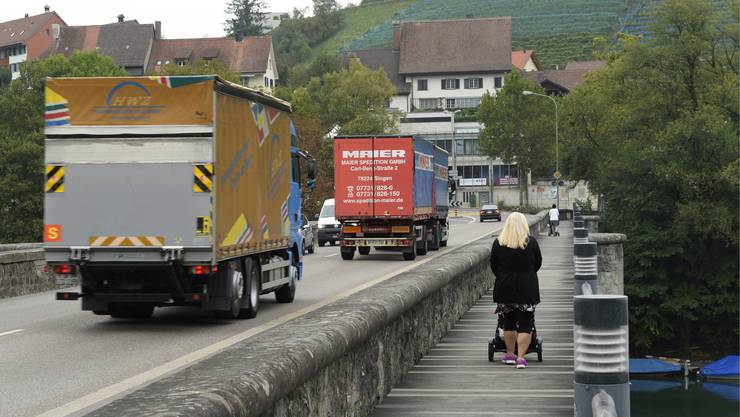 Der Verkehr rollt durch Eglisau: Die Ortsdurchfahrt ist mit über 22.000 Fahrzeugen täglich belastet.
