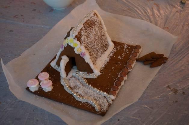 Kokosstreusel auf dem Dach als Schnee - wohnt hier vielleicht eine Prinzessin