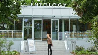 Scientology und seinen Missionarinnen und Missionaren weht nicht erst seit der Eröffnung der «Ideal Org» an der Burgfelderstrasse ein rauer Wind entgegen.