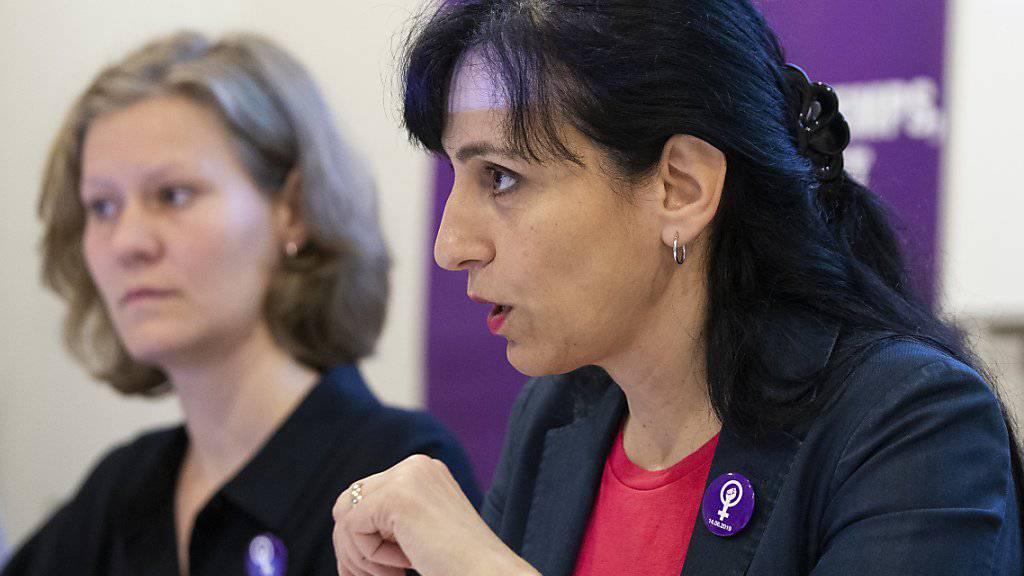 Eine der wichtigsten Forderungen des Frauenstreiks war die Einführung eines Vaterschaftsurlaubs respektive einer Elternzeit. Das Parlament müsse endlich tätig werden, fordern die Gewerkschaften.