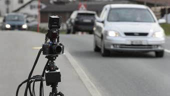 Die Polizei führte in Ueken eine Tempokontrolle durch. (Symbolbild)