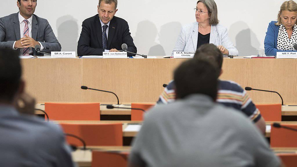 """Die Geschäftsprüfungskommissionen der eidgenössischen Räte haben am Dienstag dem Departement von Bundesrat Johann Schneider-Ammann vorgeworfen, im Dossier """"Hochseeschifffahrt"""" zu passiv gewesen zu sein. Nun beschäftigen die Bürgschaften auch die Justiz."""