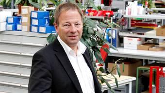 Teseq-Chef Johannes Schmid in der Montagehalle in Luterbach.