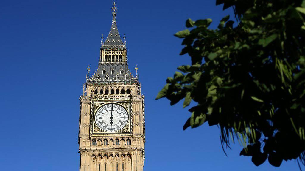 Der Big Ben schlug sechs Sekunden zu früh zur vollen Stunde. (Archiv)