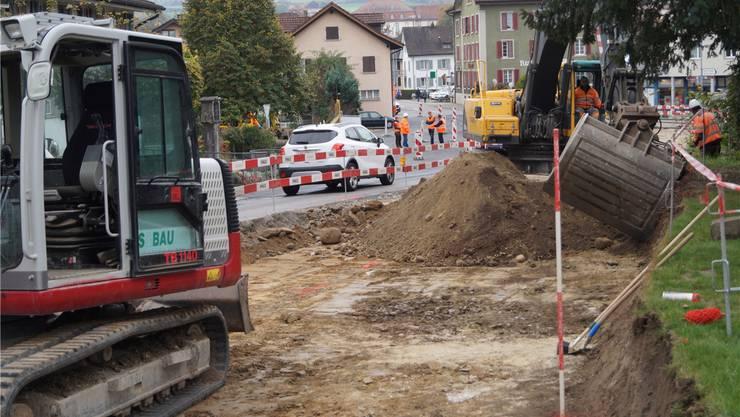 Der Ausbau der Zürcherstrasse läuft seit fünf Tagen, wobei der Verkehr einspurig mittels Lichtsignalanlage geführt wird; komplett gesperrt ist derzeit die Talstrasse. sl