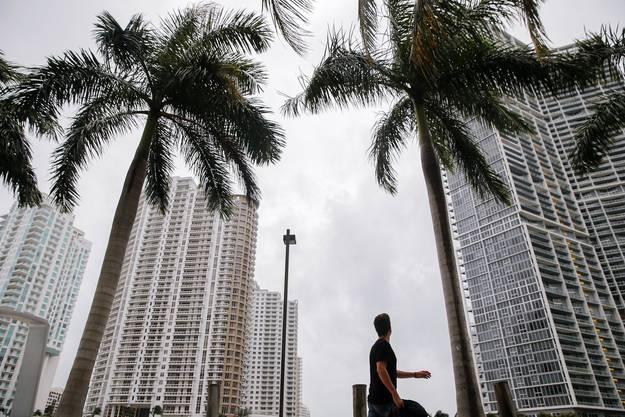 Auch in Florida bekommt man die ersten Vorboten des Hurrikans zu spüren.