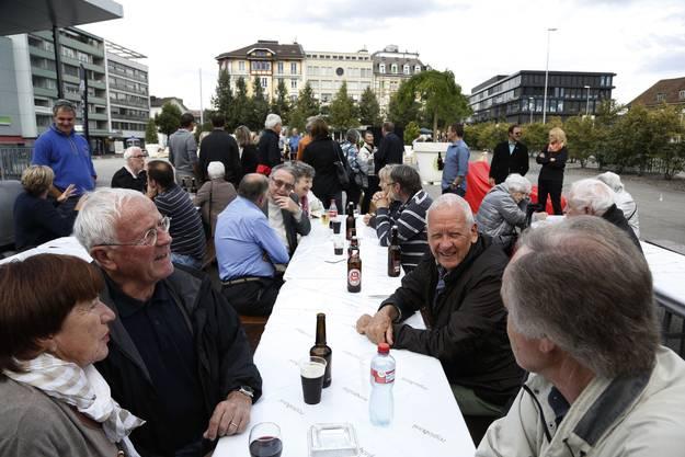 Gemütliche Feststimmung auf dem Dornacherplatz