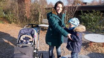 Den Spielplatz in der Münchensteiner Grün 80 kennen Sabrina Corvini-Mohn, Sohn Lino (2,5) und Tochter Lorina (1) bereits in- und auswendig. Nicole Nars-Zimmer