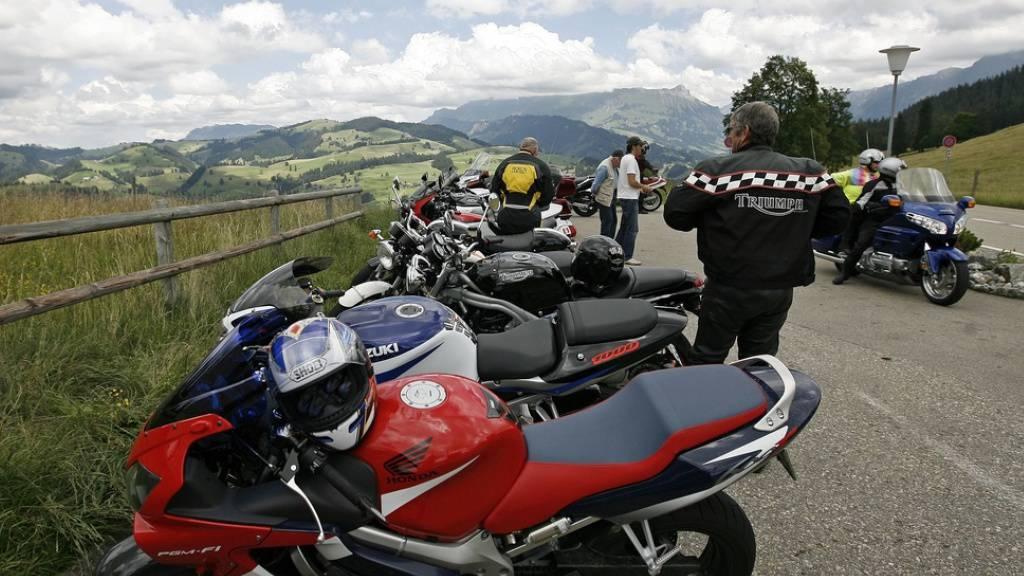 Motorradfahrer sollen auf Ausflüge verzichten