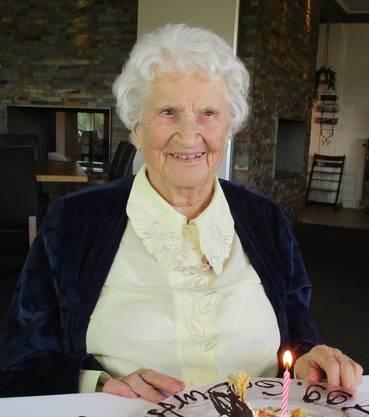 Agathe Szelemech freut sich, am 24. April 2020, ihren 100. Geburtstag bei bester Gesundheit feiern zu dürfen im Regionalen Pflegeheim in Baden.