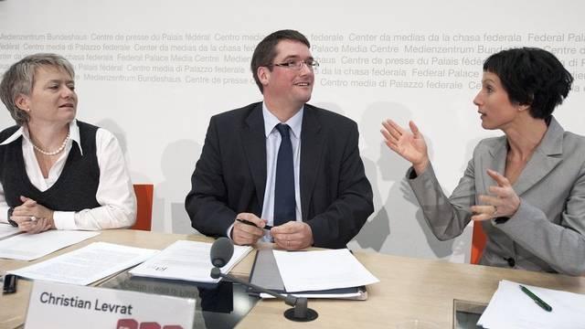 Jacqueline Fehr, Christian Levrat und Pascale Bruderer stellen die sozialpolitischen Projekte ihrer Partei vor