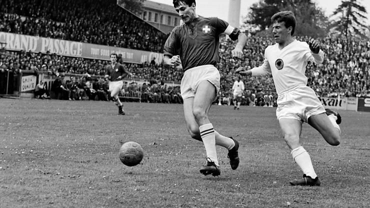 Heinz Schneiter (links) in einem Länderspiel anno 1965 gegen Albanien in Genf