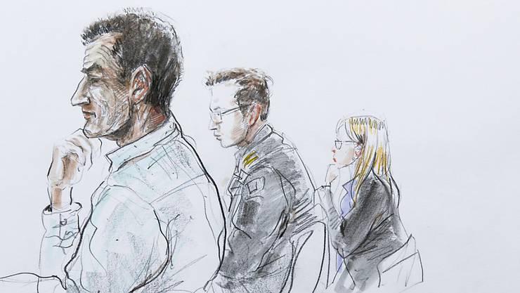 Der im Zusammenhang mit der Totgeburt einer Syrerin angeklagte Grenzwächter (links) wurde schuldig gesprochen. (Archivbild)