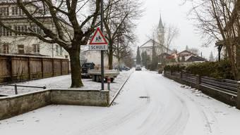 Immer wieder kommt es auf der Schulhausstrasse zu gefährlichen Situationen.