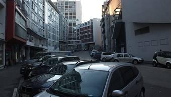 Der Raub geschah auf dem Birsig-Parkplatz. (Symbolbild)