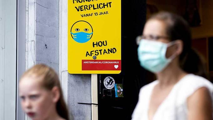 In Amsterdam, Rotterdam und weiteren grossen Städten der Niederlande werden die Schutzvorkehrungen gegen das Coronavirus verschärft.