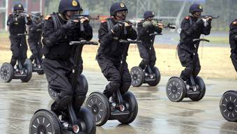 Chna rüstet ihre Polizisten mit Segways aus. Hier trainierten Sicherheitskräfte für die Olympischen Spiele 2008.