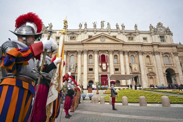 Papst Franziskus feiert Ostermesse