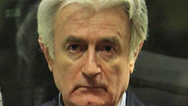 Der mutmassliche Kriegsverbrecher Karadzic verdeidigt sich selbst