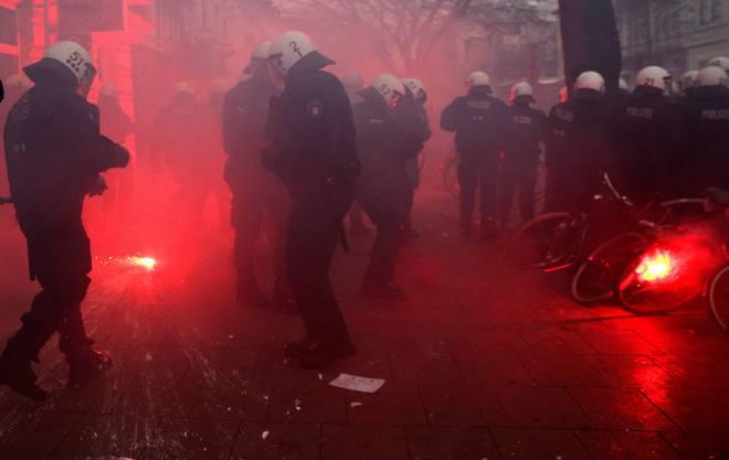 Schon kurz nach Beginn der Demonstration kam es zu Zusammenstössen.