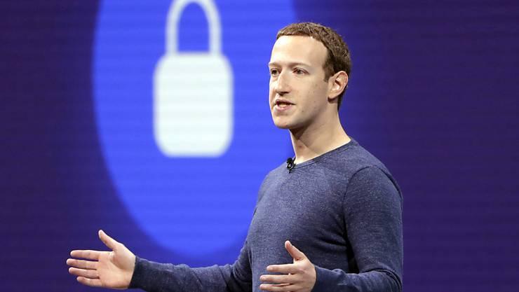 Mark Zuckerbergs Unternehmen Facebook machte im Weihnachtsquartal einen Gewinn von knapp 6,9 Milliarden Dollar. (Archivbild)