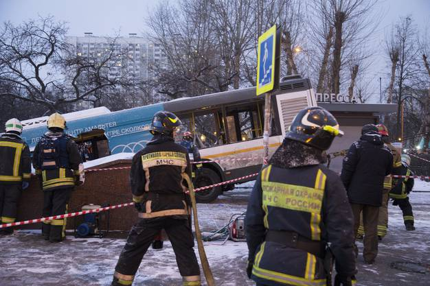 Die Polizei sprach von einem Unfall, ausgelöst durch technisches Versagen oder einen Fahrfehler.