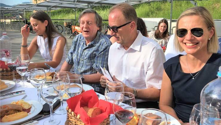 Beim Gemüsestrudel-Test: Maienzugkommissions-Mitglieder (v.r.) Suzanne Marclay-Merz, Daniel Ringier, Yves Baumgärtner.