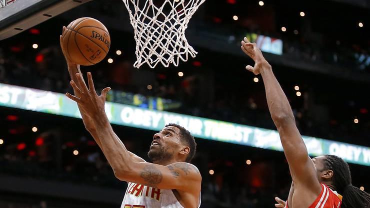 Erfolgserlebnis: Thabo Sefolosha erzielt einen seiner vier Körbe gegen die Houston Rockets