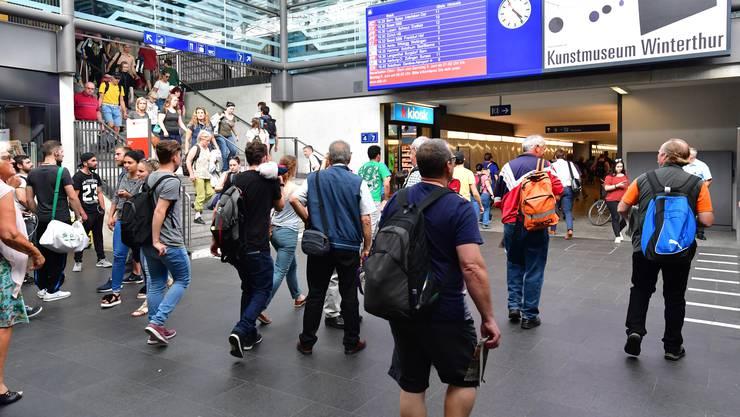 """Zu Hauptverkehrszeiten sollen """"schlaue Füchsinnen"""" Pendler in Entlastungszüge locken. Im Bild: der Bahnhof Olten."""