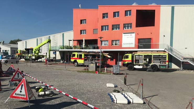 Neben der Polizei standen die Stadtpolizei Wetzikon, die Feuerwehr Wetzikon-Seegräben sowie die Stützpunkt Feuerwehr Uster und zwei Rettungsteams von Regio 144 sowie Schutz & Rettung Zürich im Einsatz.