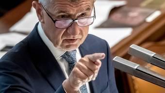 Hat einen Misstrauensantrag im Parlament nach fast 17-stündigem Redemarathon abgewehrt: Tschechiens Ministerpräsident Andrej Babis.
