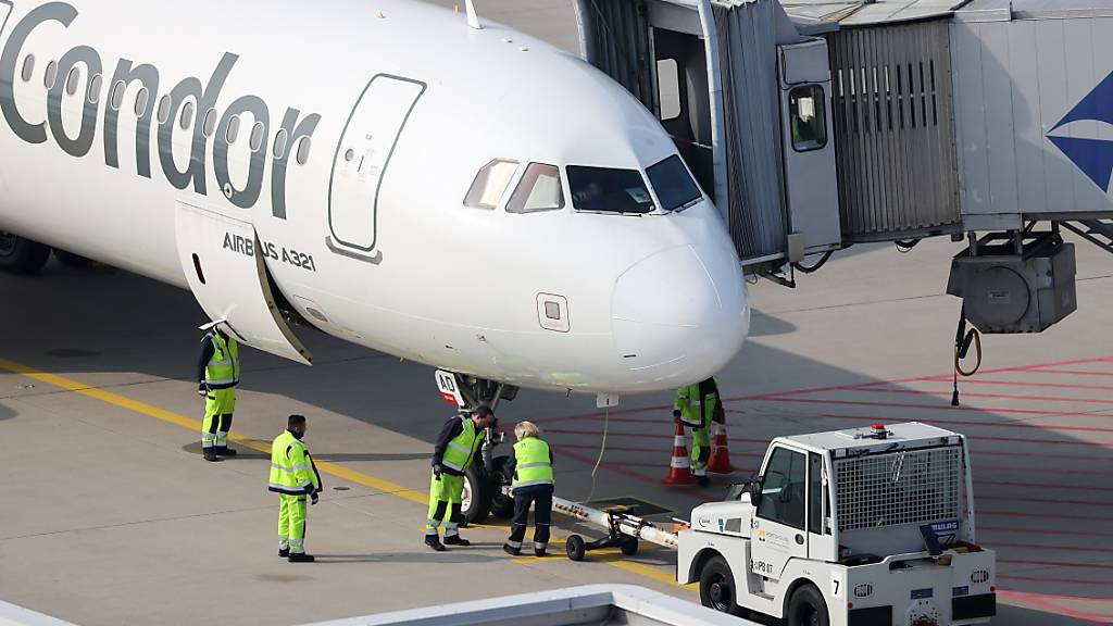 EU-Staaten lockern Grenzwerte für Corona-Reisebeschränkungen