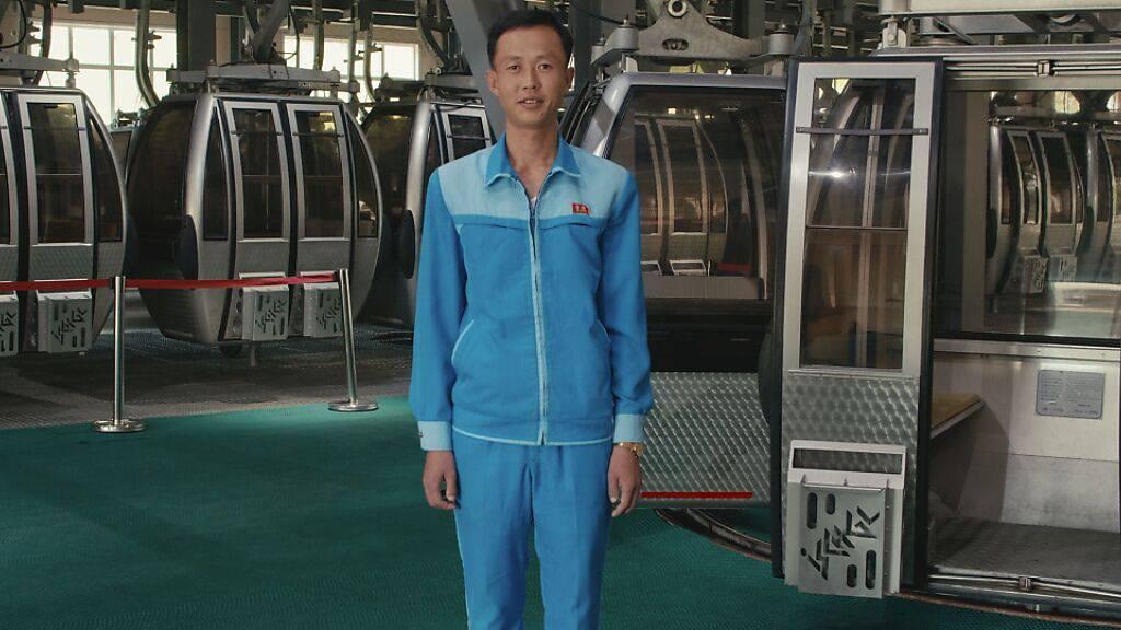 Ein Repräsentant des nordkoreanischen Luxusskigebiets Masikryong erklärt dessen Unfallfreiheit auf seine Art und Weise.