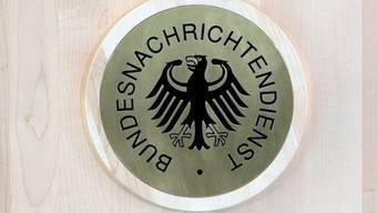 Das Logo des BND am Hauptsitz in Berlin (Symbolbild)